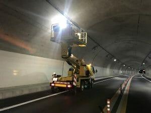 トンネル照明清掃